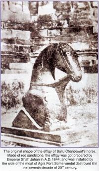 Effigy of Ballu Chanpawat's horse outside Agra Fort