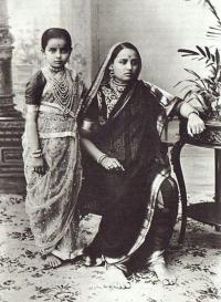 Shrimant Akhand Soubhagyavati Maharani Chimnabai Gaekwad with only daughter Rajkumari Indiraraje