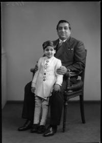 Sir Pratapsinha Gaekwar Sena Khas Khel Shamsher Bahadur, Maharaja of Baroda; Prince Sayajirao Gaekwad of Baroda