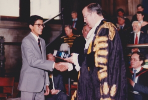 H.H.Raja Gopal Chand receiving prize from Lord Mayor, London