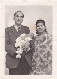 Raja Sir Anand Chand and Rani Lady Sudarshan Chand with Tika Baby Gopal Chand