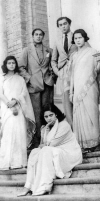 From left, Princess Ayesha or Maharani Gayatri Devi of Jaipur, Princess Ila Devi (sitting), Maharaja of Cooch Behar Jagaddipendra Narayan, Prince Indra Jitendra and Princess Menaka Raje on right