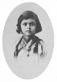 Princess Ayesha aka Maharani Gayatri Devi at childhood