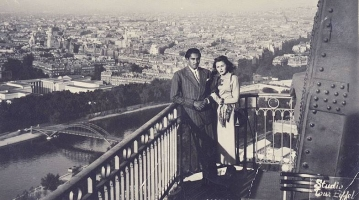 Maharaja of Cooch Behar Bhaiyya Maharaj with Nancy Valentine at Eiffel Tower, 1948