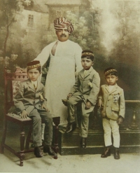 Amir Ul Umrao Sardar Santajirao Ghorpade with his three sons Vishwasrao, Anandrao and Yashwantrao