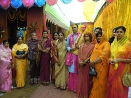 Yuvraj Janmejay Chandra Mardaraj Harichandan with Ranis of Odisha States