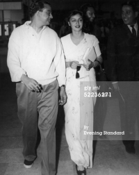 Maharaja and Maharani of Jaipur in Heathrow Airport, 1959