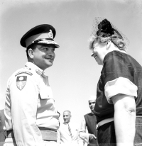 Maharaja of Jaipur Sawai Man Singh II in conversation with First Lady Mrs. Eleanor Roosevelt on her arrival at Jaipur