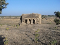 Lone standing building from Juna Kila complex on banks of Ghoda Pacchad river