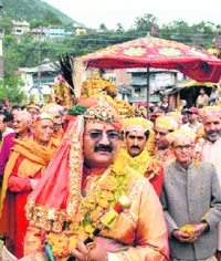 Raja Maheshwar Singhji during Duseera Procession in Kullu