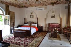 Mundota Palace Room