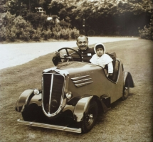 Princess Harshad Kumari with her father, Digvijaysinghji of Jamnagar, the car was later gifted to Bhawani Singh ji of Jaipur on his birthday