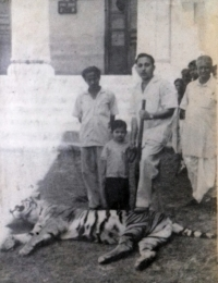 Raja Rajendra Chandra Mardaraj Harichandan with Tikayet Jayant Chandra Mardaraj Harichandan at Nilgiri Palace in1960