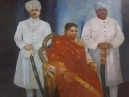 Maharaja Chakradhar Singh, Rani Ram Kuwar, his mother and his brother, Raja Balbhadra Singh