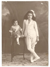 Princess Mohini Kunverba (later Maharani Sahiba of Morvi) and Prince Billy (Maharajkumar Indrajit Sinhji) in 1926.