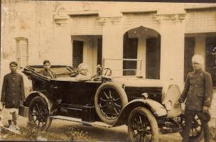 Raja Laliteshwar Prasad Singhji in his car with attendents