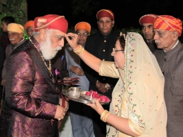 Family members of Shivrati House receiving Shriji of Mewar on his arrival for the Banola of Lakshyaraj Singh Mewar