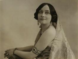 Maharani Sita Devi (Elsie Thompson), wife of Maharaja GOPAL SARAN NARAIN SINGH