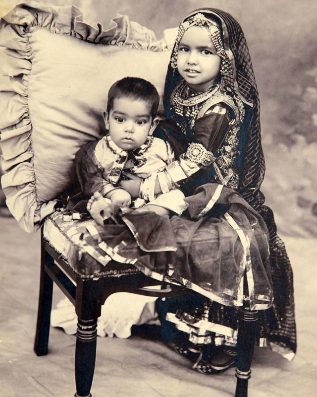 https://i.indianrajputs.com/t/i/thumb800_bikaner-Maharaj-Kumar-Sadul-Singh-Ji-and-Maharaj-Kumari-Chand-Kanwar-Ji-of-Bikaner-Both-children-of-Maharaja-Ganga-Singh-Ji-of-Bikaner-1.jpg